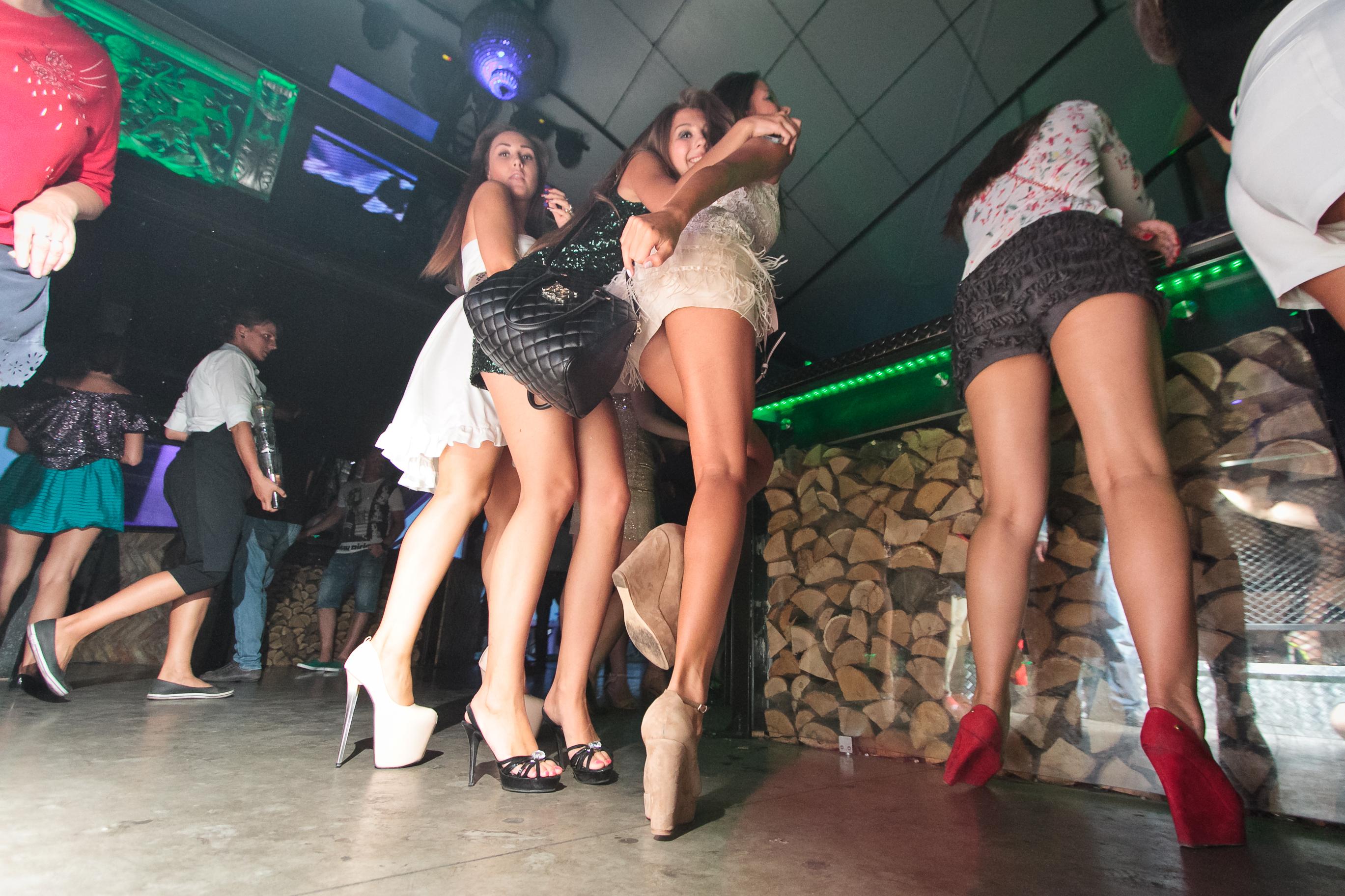 Смотреть видео в клубе танцуют без белья — photo 4