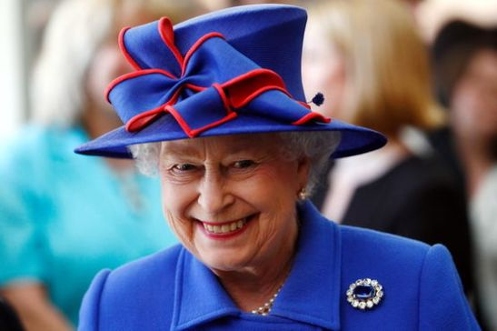 Britain's Queen Elizabeth II smiles during a visit to open the Sainsbury Laboratory for Plant Sciences in the University of Cambridge Botanic Garden, in Cambridge, England, April 27, 2011. The Queen's grandson Prince William weds his fiancee Kate Middleton in a Royal wedding ceremony on April 29. REUTERS/Andrew Winning (BRITAIN - Tags: ROYALS PROFILE SOCIETY ENTERTAINMENT POLITICS)